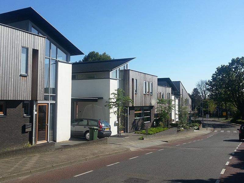 IBOC geschakelde woningen-houten gevels lessenaarsdak Gerrit Jan ter Horst
