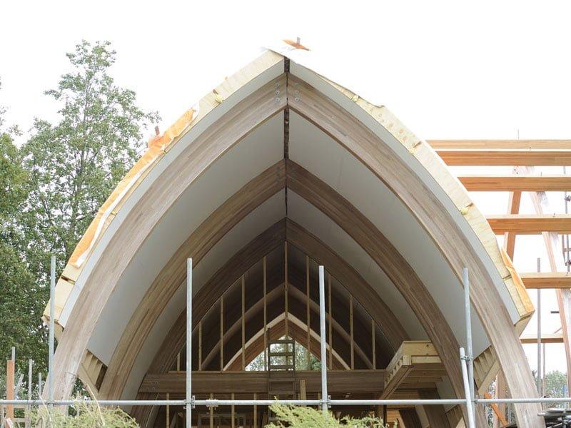 IBOC modern landhuis gebogen dak riet iroko spanten Gerrit Jan ter Horst