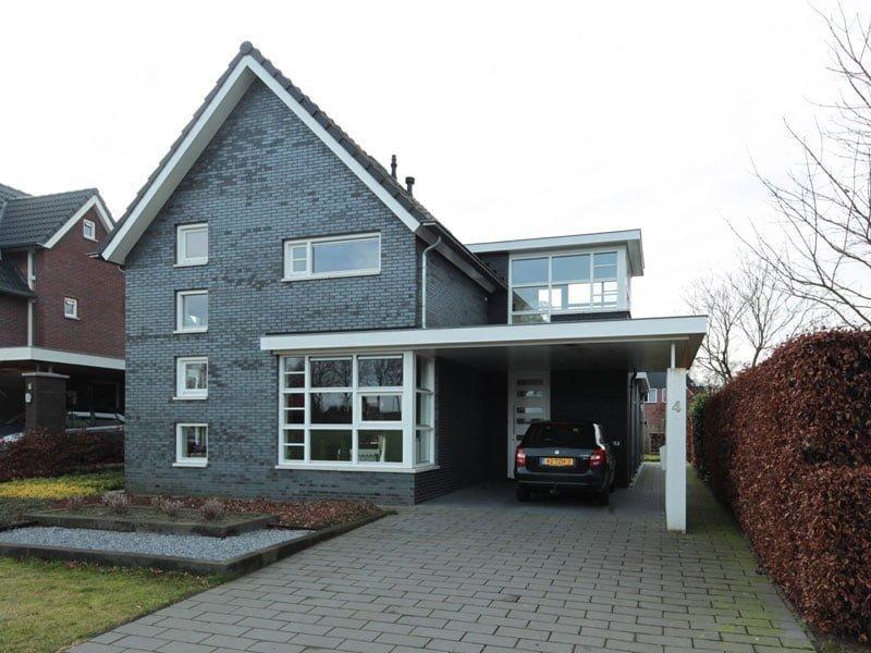 IBOC strak zwart woonhuis Rinke ter Haar Architect