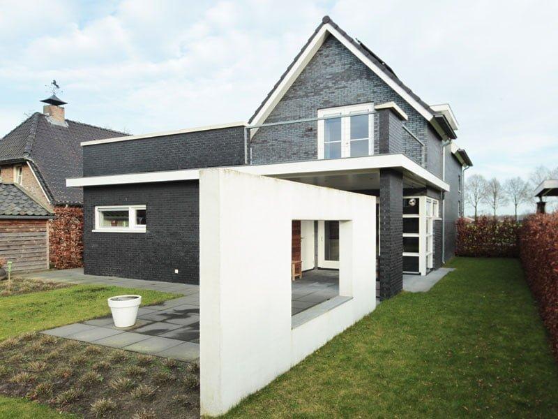 IBOC strak zwart woonhuis Rinke ter Haar Architectuur